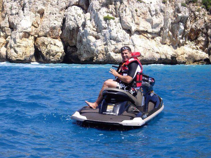 Disfruta de las calas de Dénia y Jávea en moto de agua.