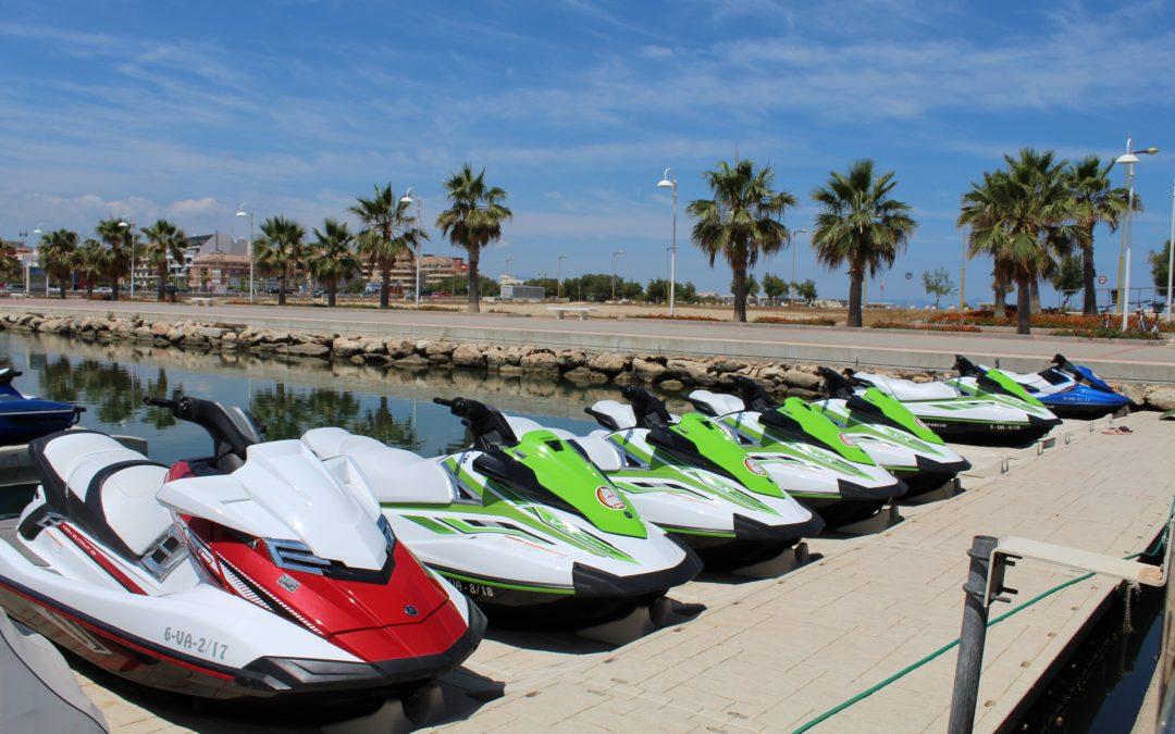 Completa tus vacaciones con un paseo en moto de agua