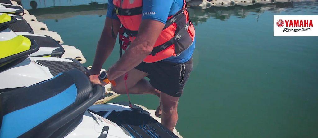 como subir a moto de agua